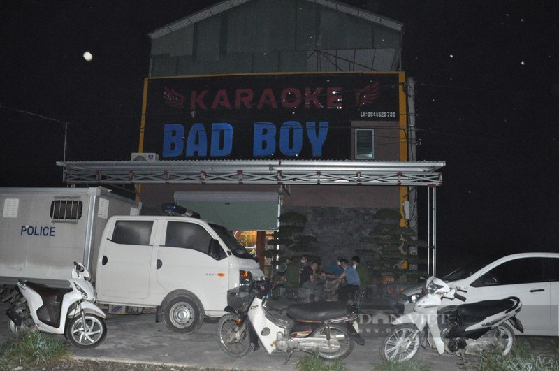 Hải Dương: Đột kích quán karaoke, phát hiện gần 50 đối tượng sử dụng trái phép ma túy giữa mùa dịch - Ảnh 1.