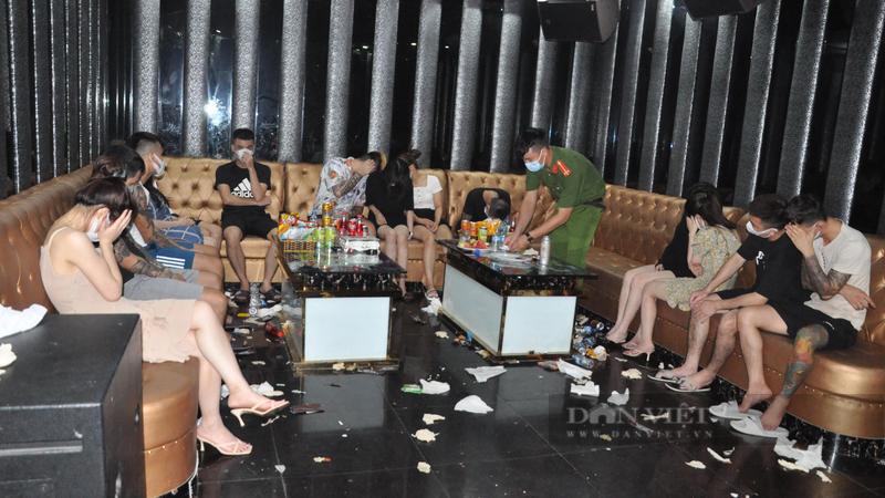 Hải Dương: Đột kích quán karaoke, phát hiện gần 50 đối tượng sử dụng trái phép ma túy giữa mùa dịch - Ảnh 2.