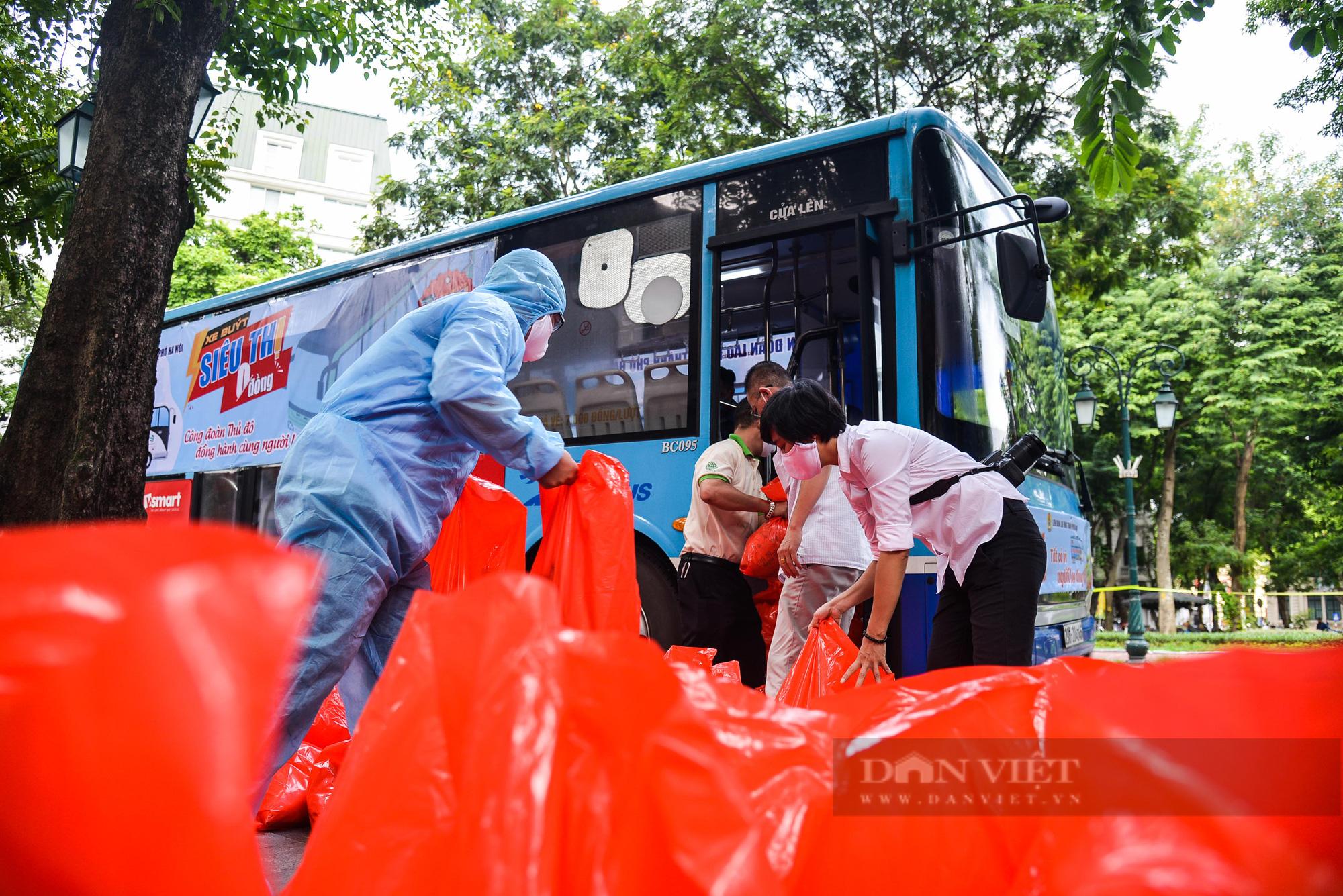 """Cận cảnh """"Xe buýt siêu thị 0 đồng"""" đầu tiên phục vụ CNLĐ khu công nghiệp Hà Nội - Ảnh 3."""