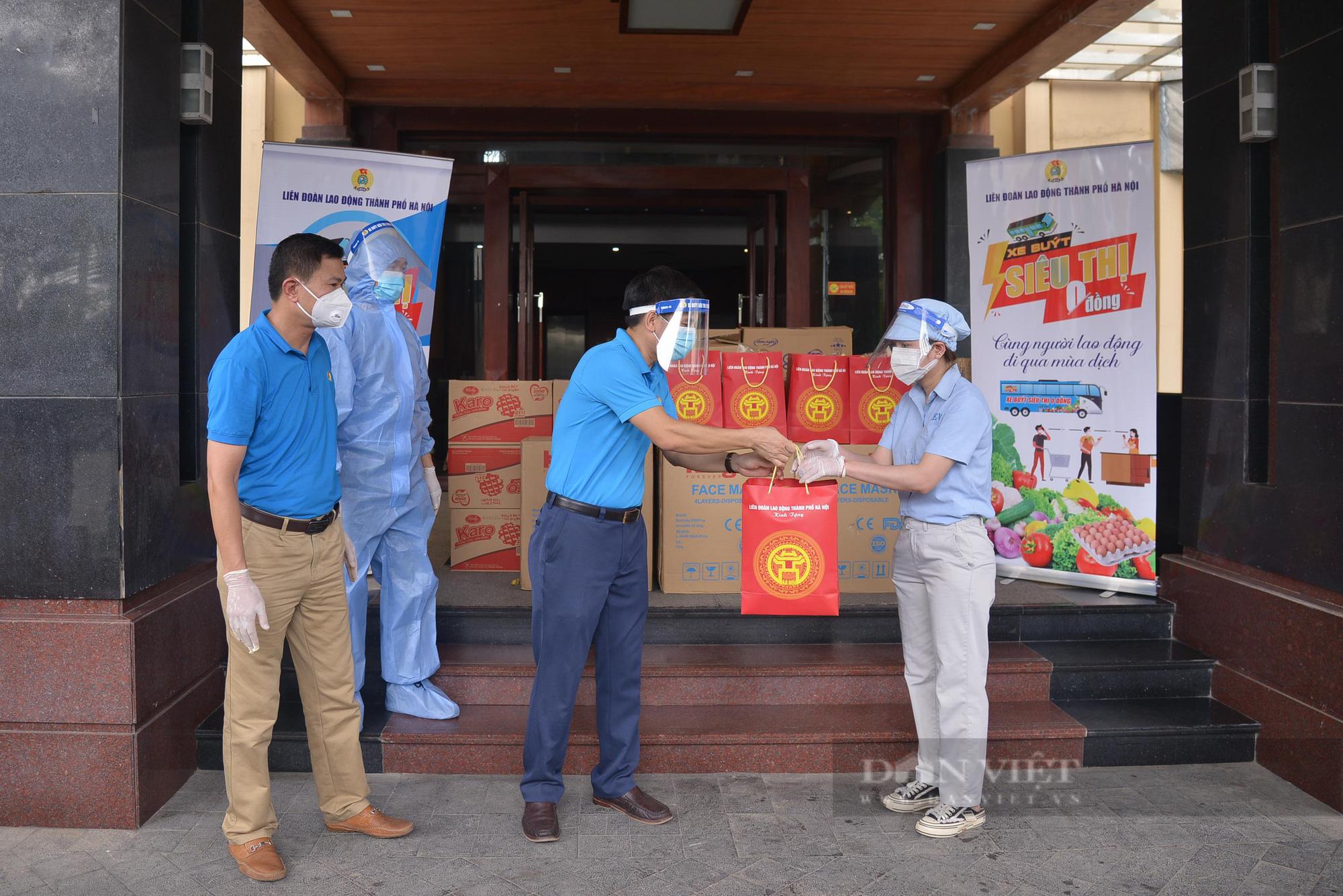 """Cận cảnh """"Xe buýt siêu thị 0 đồng"""" đầu tiên phục vụ CNLĐ khu công nghiệp Hà Nội - Ảnh 4."""