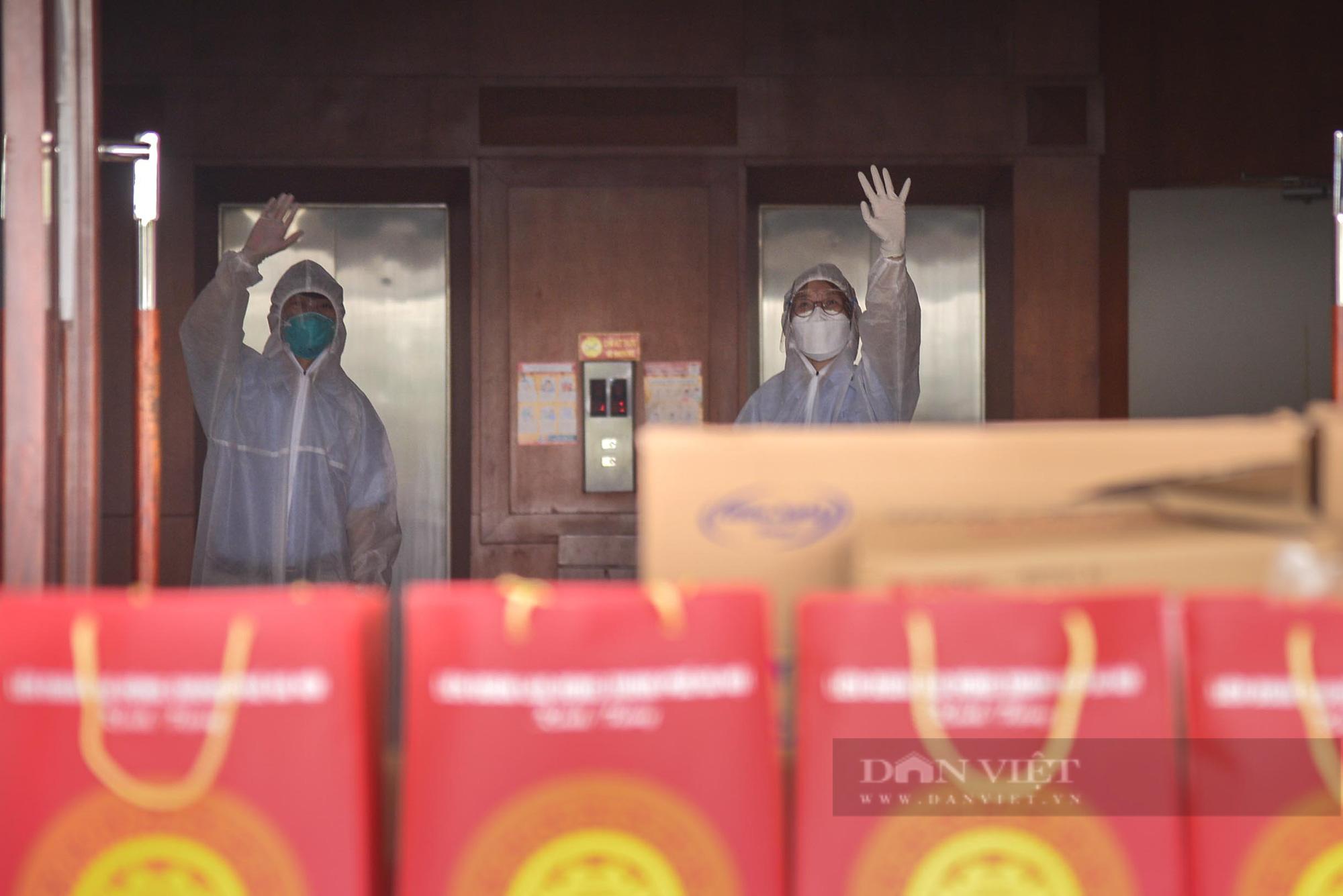 """Cận cảnh """"Xe buýt siêu thị 0 đồng"""" đầu tiên phục vụ CNLĐ khu công nghiệp Hà Nội - Ảnh 5."""