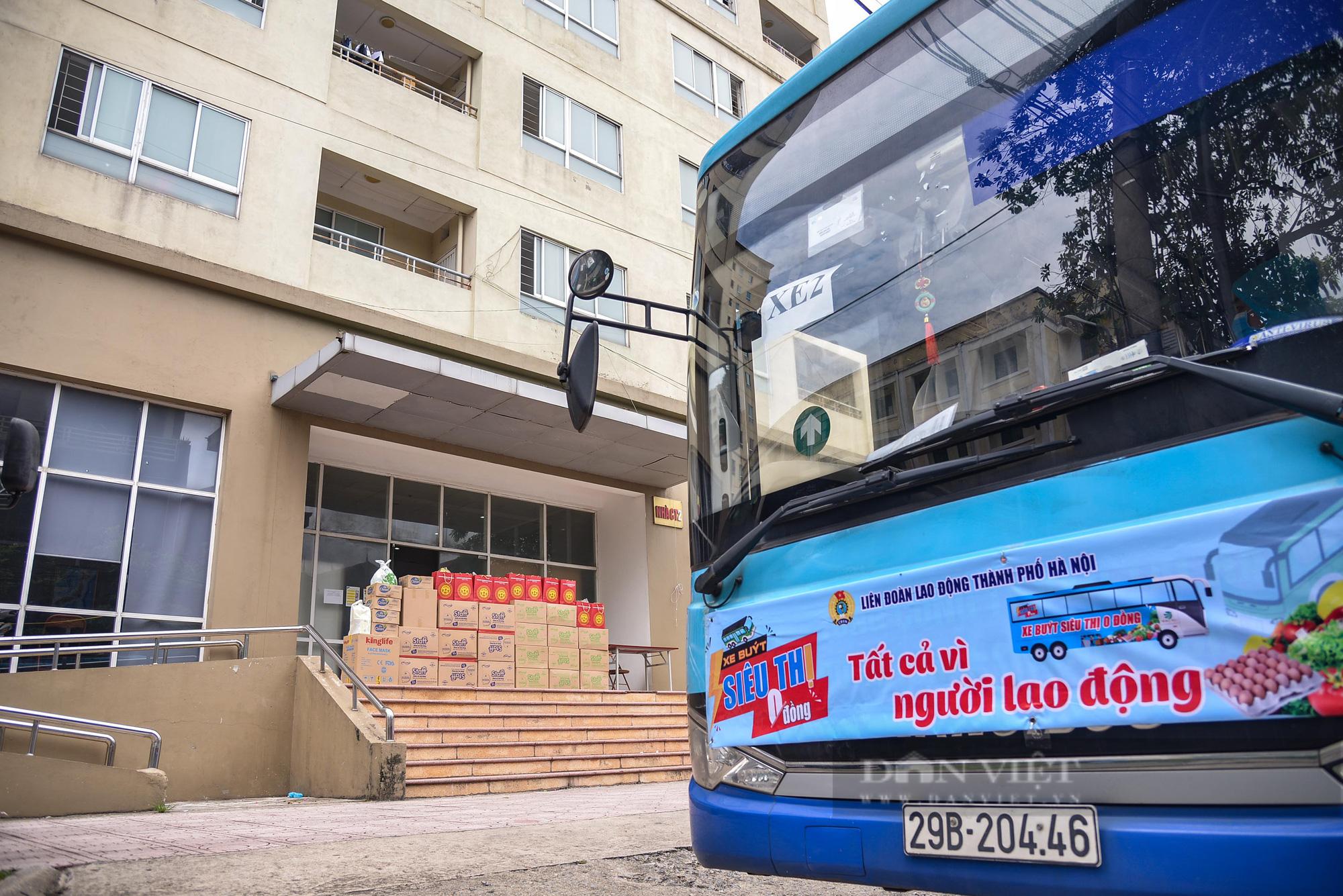 """Cận cảnh """"Xe buýt siêu thị 0 đồng"""" đầu tiên phục vụ CNLĐ khu công nghiệp Hà Nội - Ảnh 6."""