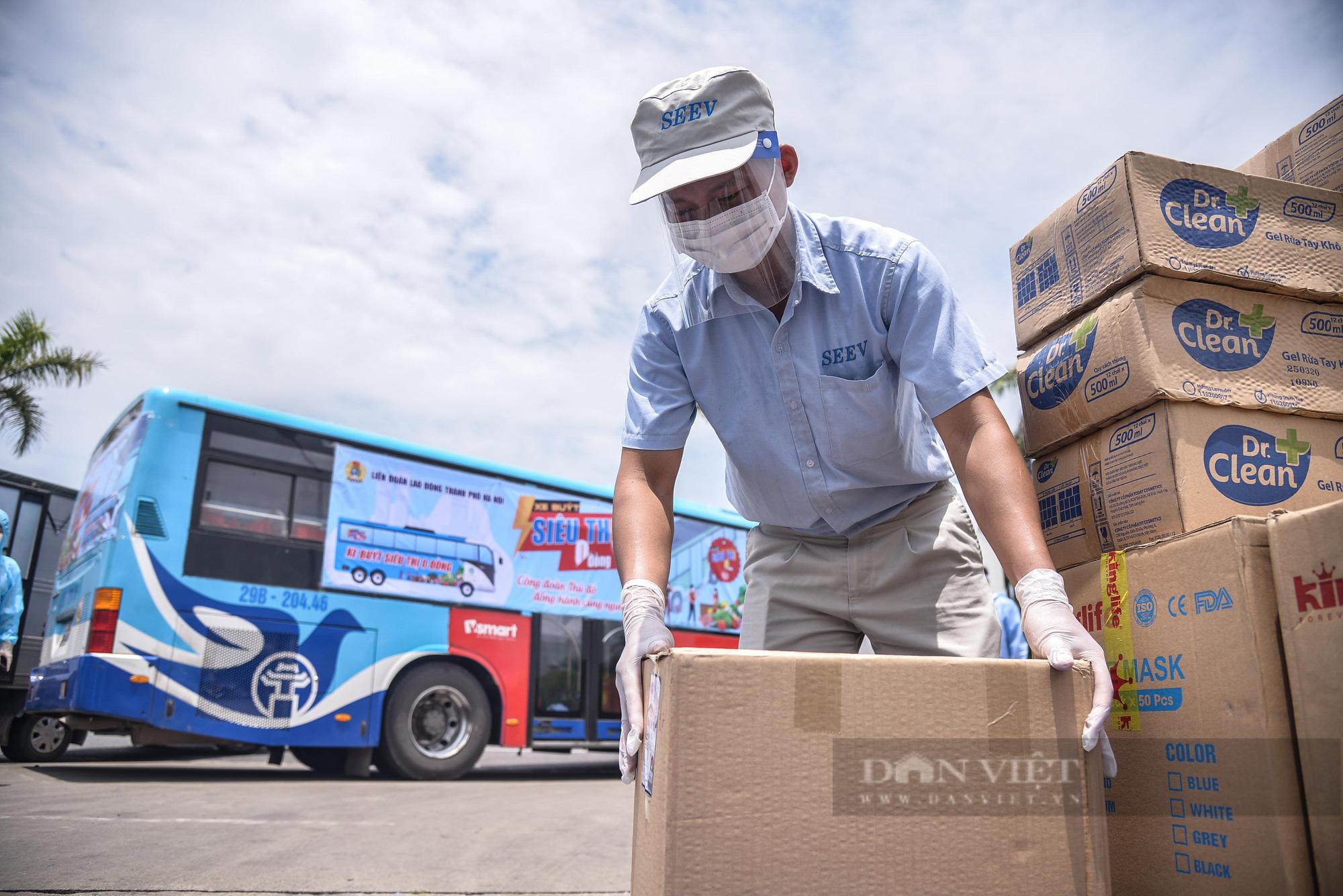 """Cận cảnh """"Xe buýt siêu thị 0 đồng"""" đầu tiên phục vụ CNLĐ khu công nghiệp Hà Nội - Ảnh 9."""