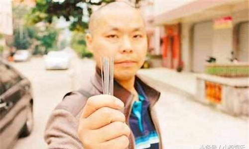 Võ sư luyện Kim Chung Tráo từ 8 tuổi chấp Từ Hiểu Đông... đánh mỏi tay - Ảnh 1.
