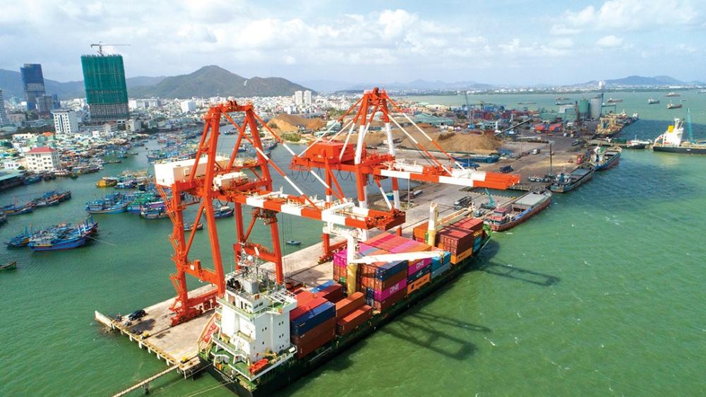 Cảng Quy Nhơn bất ngờ báo lãi lớn từ hàng hoá siêu trường  - Ảnh 1.