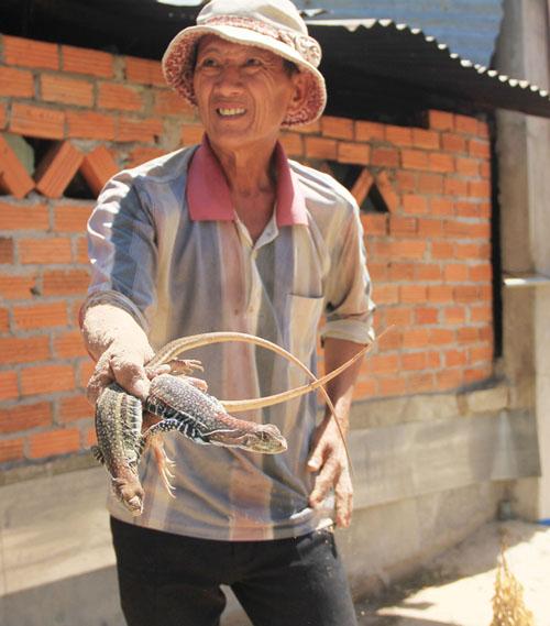 """Ninh Thuận: Nuôi con nhìn như con rắn thằn lằn, chạy rõ nhanh, bán làm đặc sản, bắt con nào lái cũng """"khuân sạch"""" - Ảnh 3."""