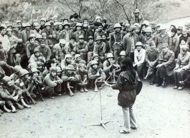 thai bao 2 1627360403464955597698 NSND Thái Bảo nghẹn ngào kể kỷ niệm 20 chiến sĩ đi bộ 15km tìm gặp giữa đêm khuya