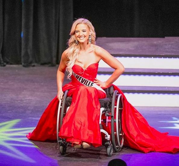"""Nhan sắc quyến rũ """"đốn tim"""" của mỹ nhân ngồi xe lăn suốt 16 năm vừa đoạt giải Á hậu 2 tại Mỹ - Ảnh 3."""