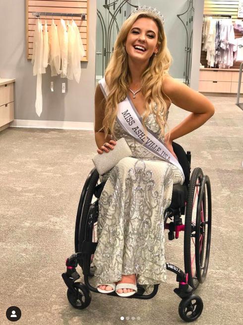 """Nhan sắc quyến rũ """"đốn tim"""" của mỹ nhân ngồi xe lăn suốt 16 năm vừa đoạt giải Á hậu 2 tại Mỹ - Ảnh 8."""