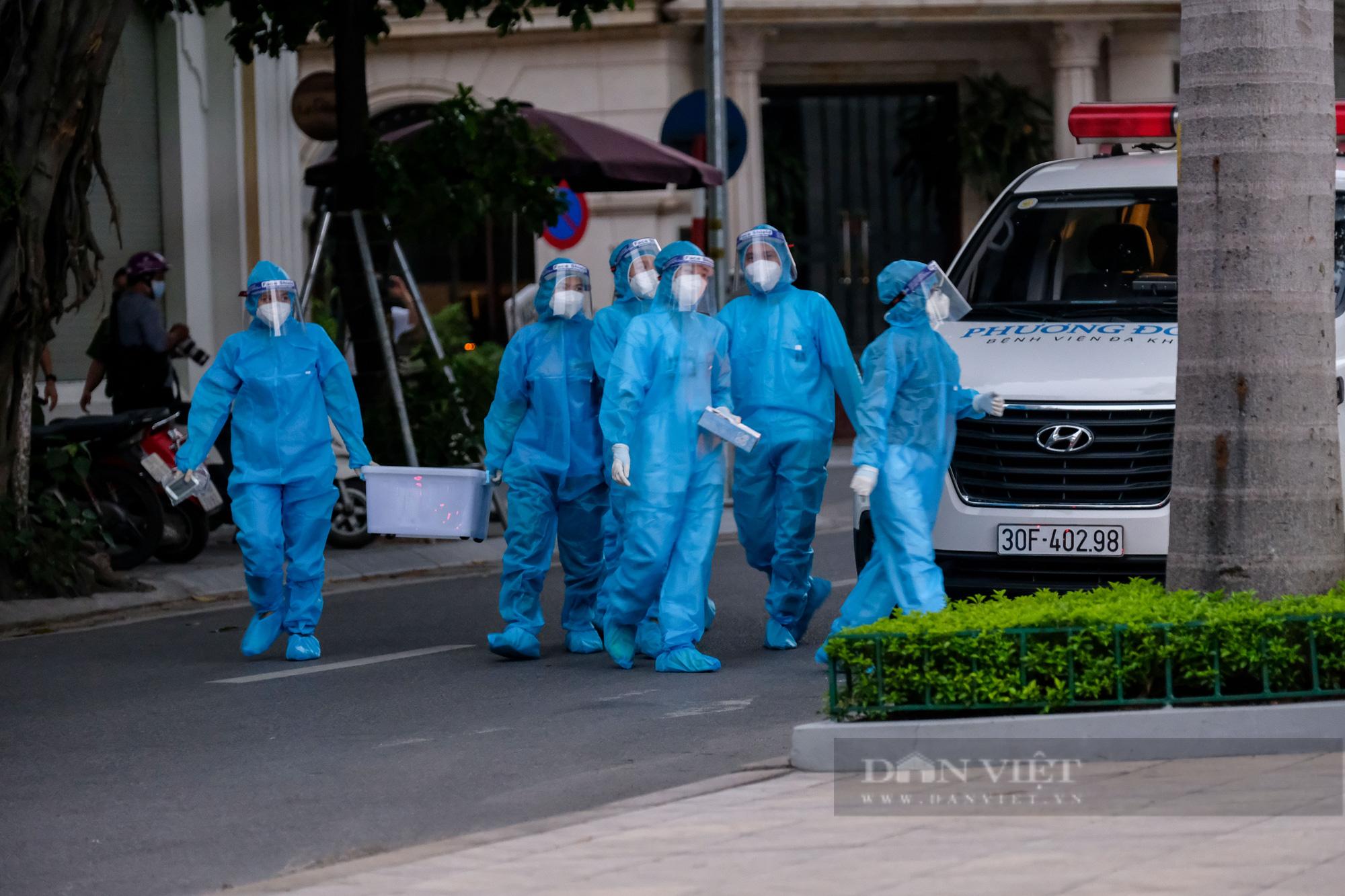 Khẩn trương truy vết người bị nghi nhiễm Covid-19 tại Vincom Bà Triệu - Ảnh 3.