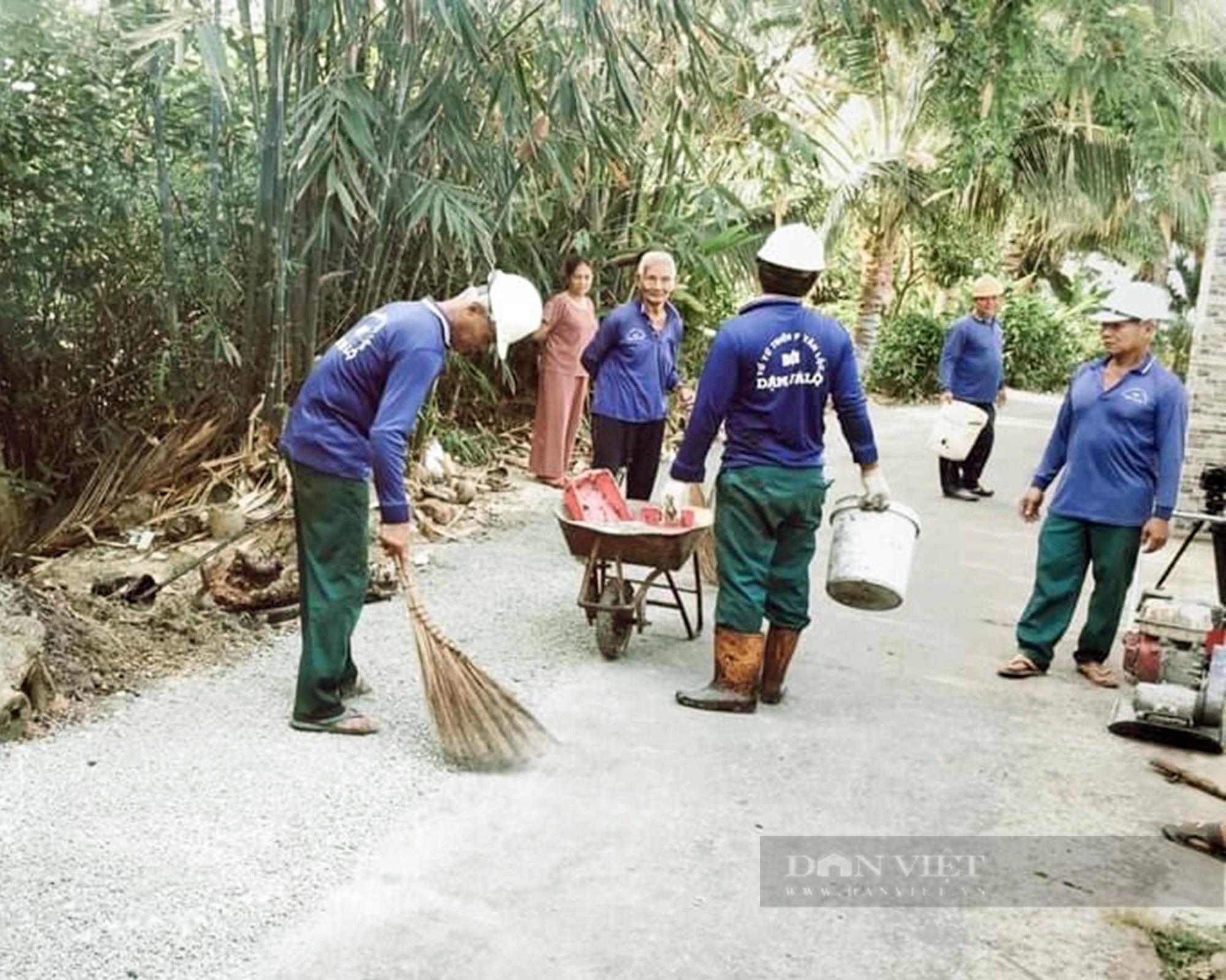 Chàng trai dành cả thanh xuân để vá đường, xây cầu từ thiện ở nông thôn - Ảnh 2.
