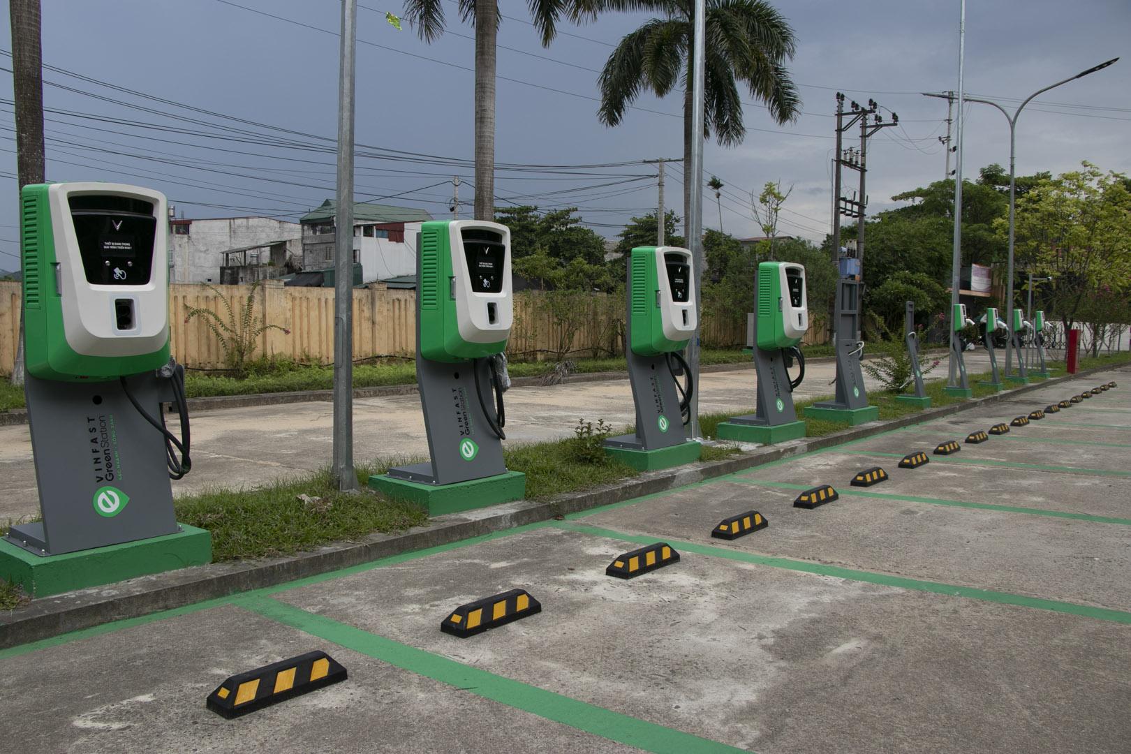 VinFast lắp đặt thần tốc hơn 8.100 cổng sạc ô tô, xe máy điện tại 60 tỉnh thành - Ảnh 4.
