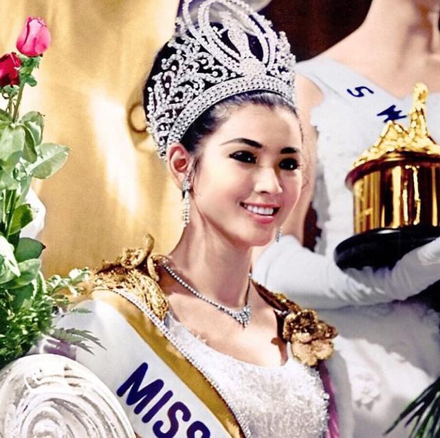 Nhan sắc vượt thời gian của Hoa hậu Hoàn vũ từng bị phản đối khi đăng quang vì… quá lùn - Ảnh 1.