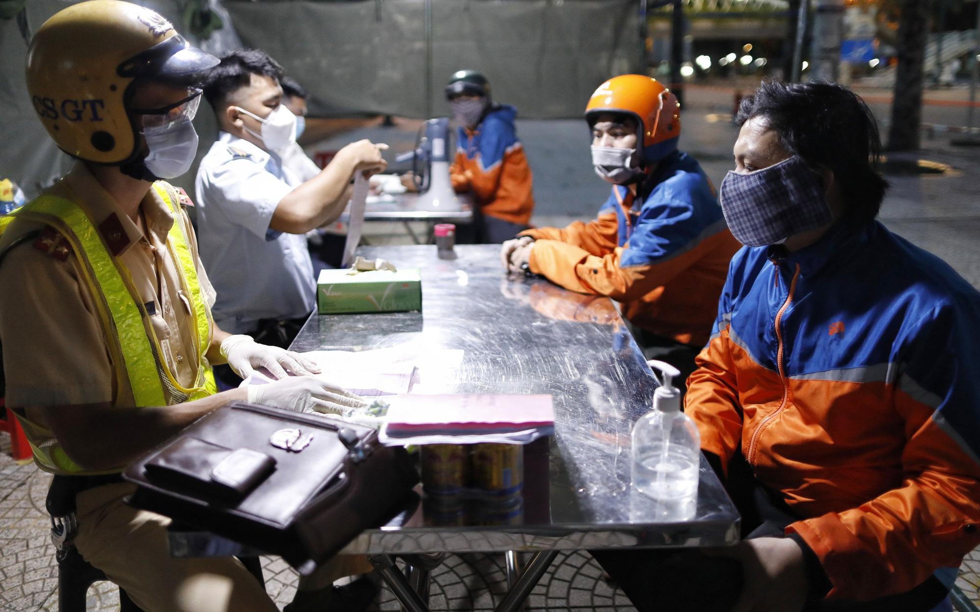 TP.HCM: Người dân vẫn viện lý do để ra đường sau 18h