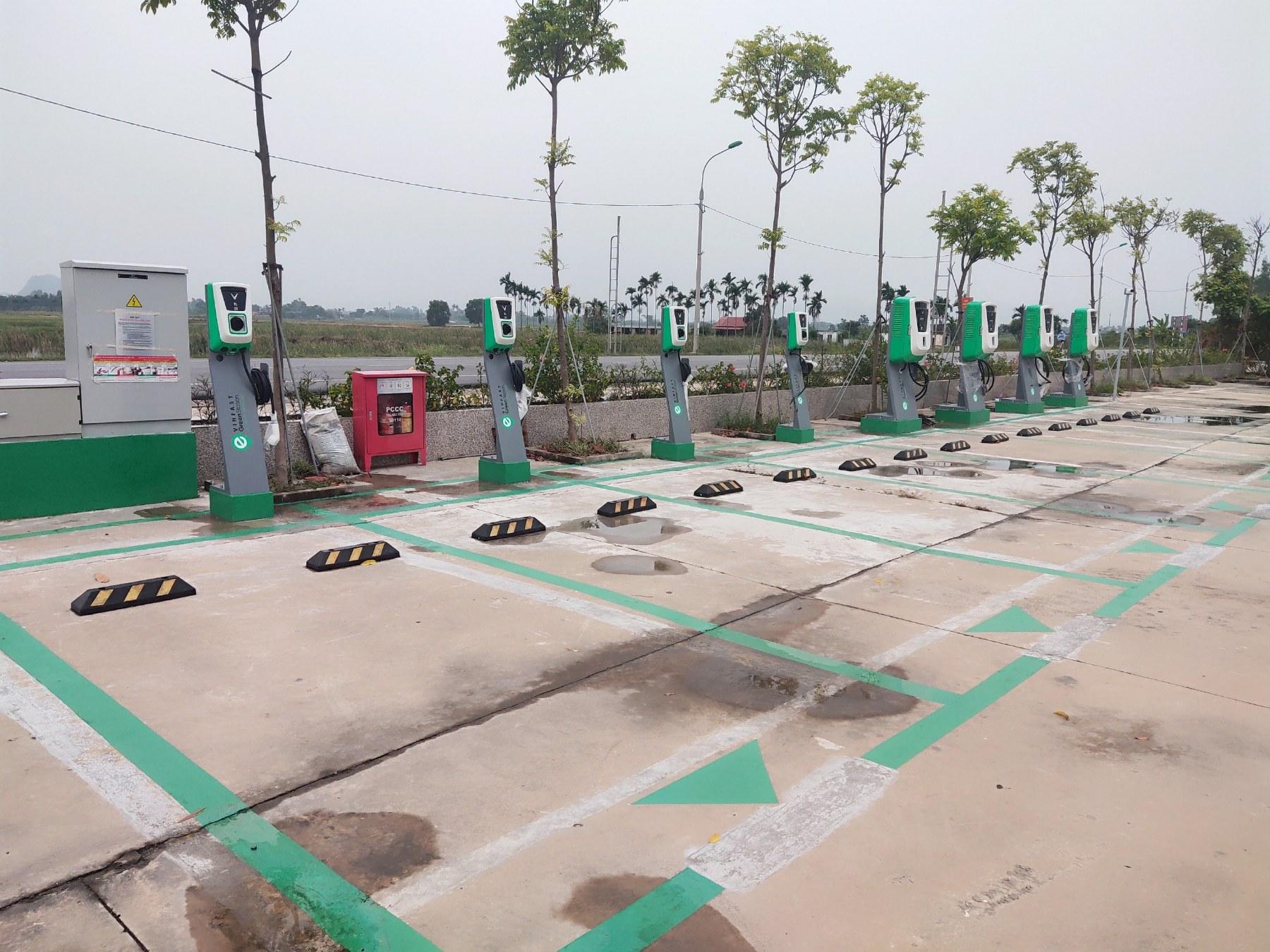 VinFast lắp đặt thần tốc hơn 8.100 cổng sạc ô tô, xe máy điện tại 60 tỉnh thành - Ảnh 5.