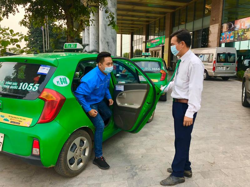 Tin hot Hà Nội hôm nay 28/7: Huy động 200 taxi hỗ trợ trường hợp khẩn cấp; Danh sách 74 điểm được bán thuốc  - Ảnh 2.