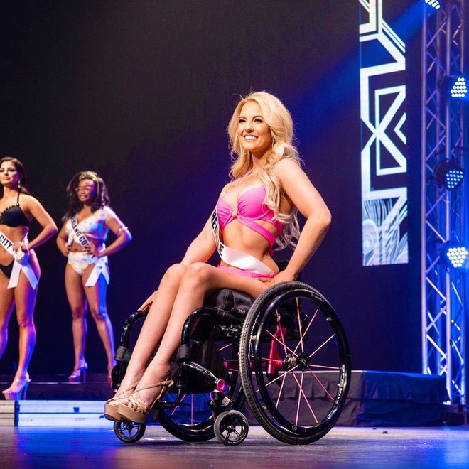 """Nhan sắc quyến rũ """"đốn tim"""" của mỹ nhân ngồi xe lăn suốt 16 năm vừa đoạt giải Á hậu 2 tại Mỹ - Ảnh 4."""
