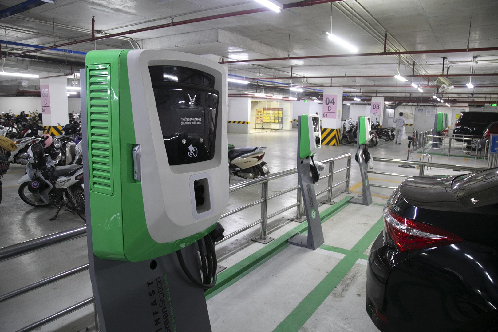 VinFast lắp đặt thần tốc hơn 8.100 cổng sạc ô tô, xe máy điện tại 60 tỉnh thành - Ảnh 7.