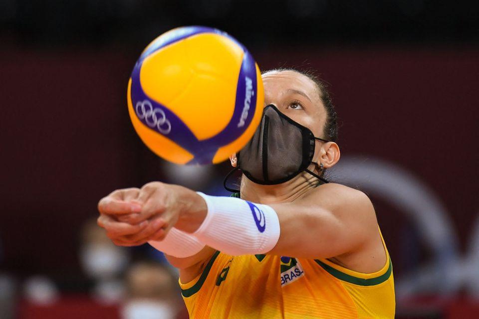 Tại sao một số cầu thủ của đội bóng chuyền Olympic Brazil lại đeo khẩu trang khi thi đấu?  - Ảnh 2.