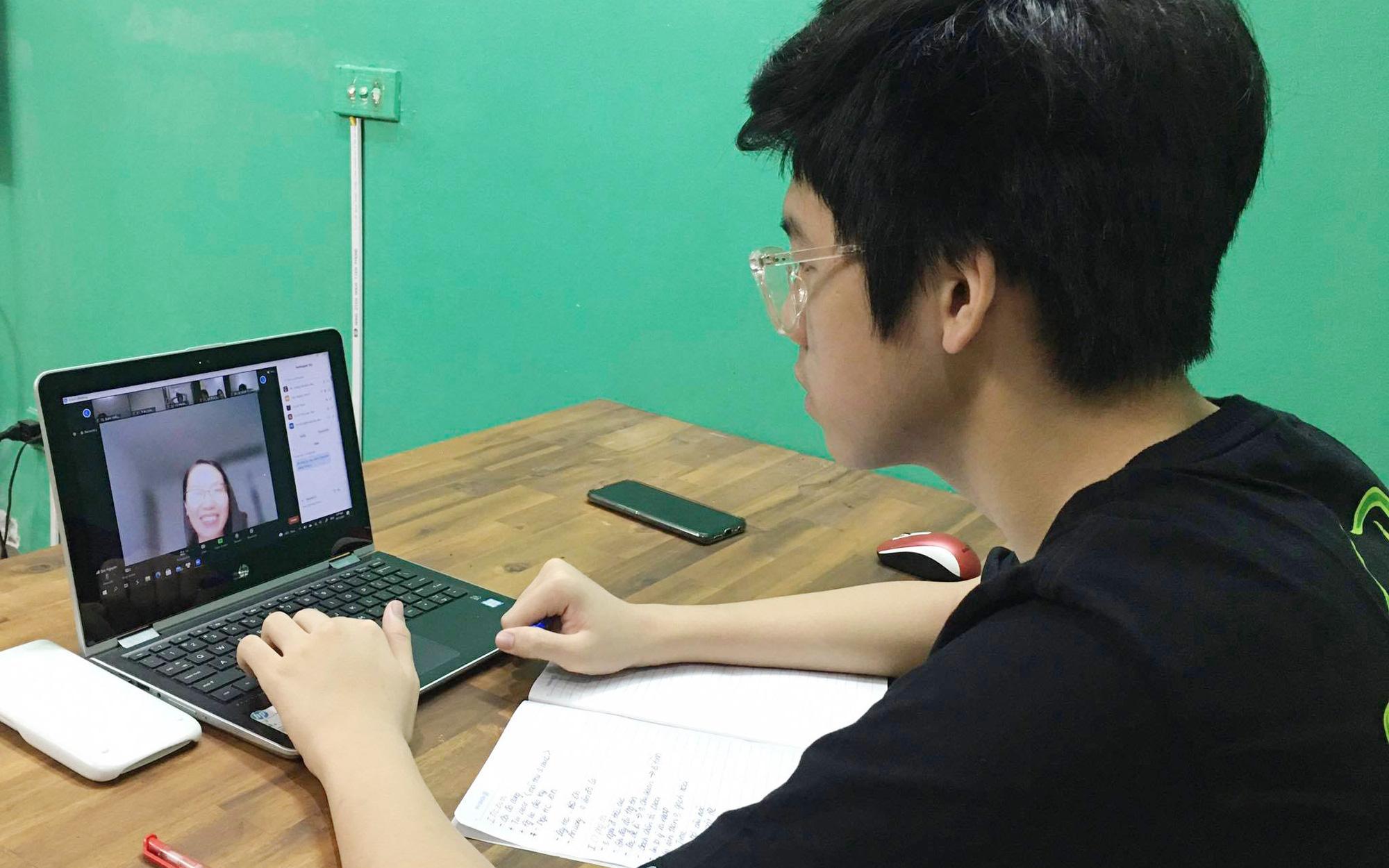 Hà Nội: Các trường bắt đầu cho học sinh ôn tập và kiểm tra học kỳ 2 online