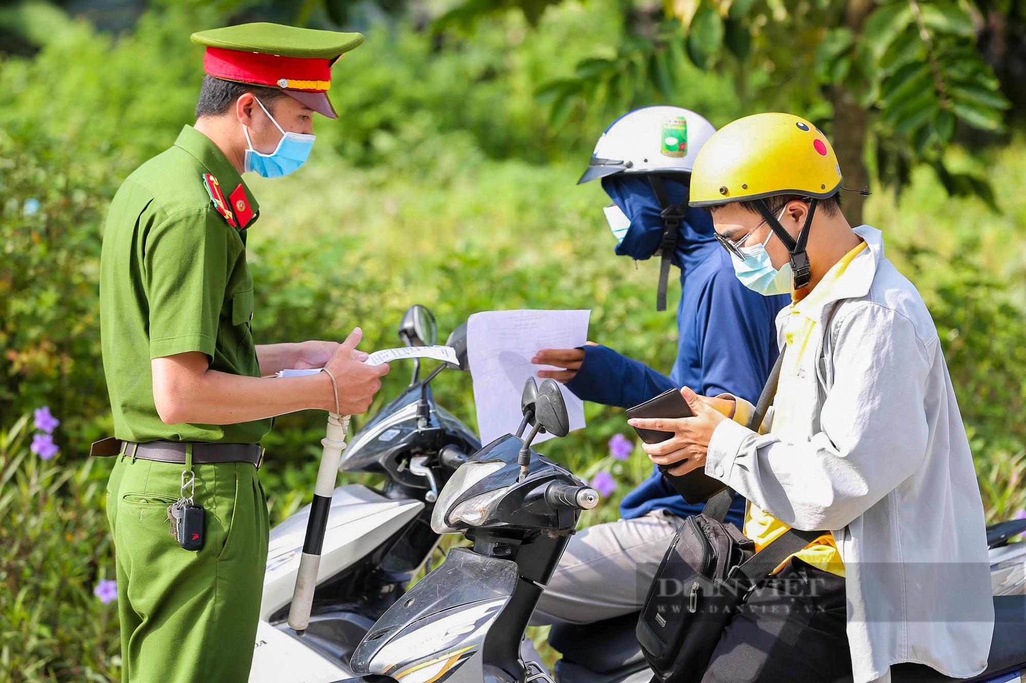"""Hà Nội: Để tránh bị phạt 3 triệu đồng khi ra đường, người dân nhất định phải """"bỏ túi"""" điều này - Ảnh 1."""
