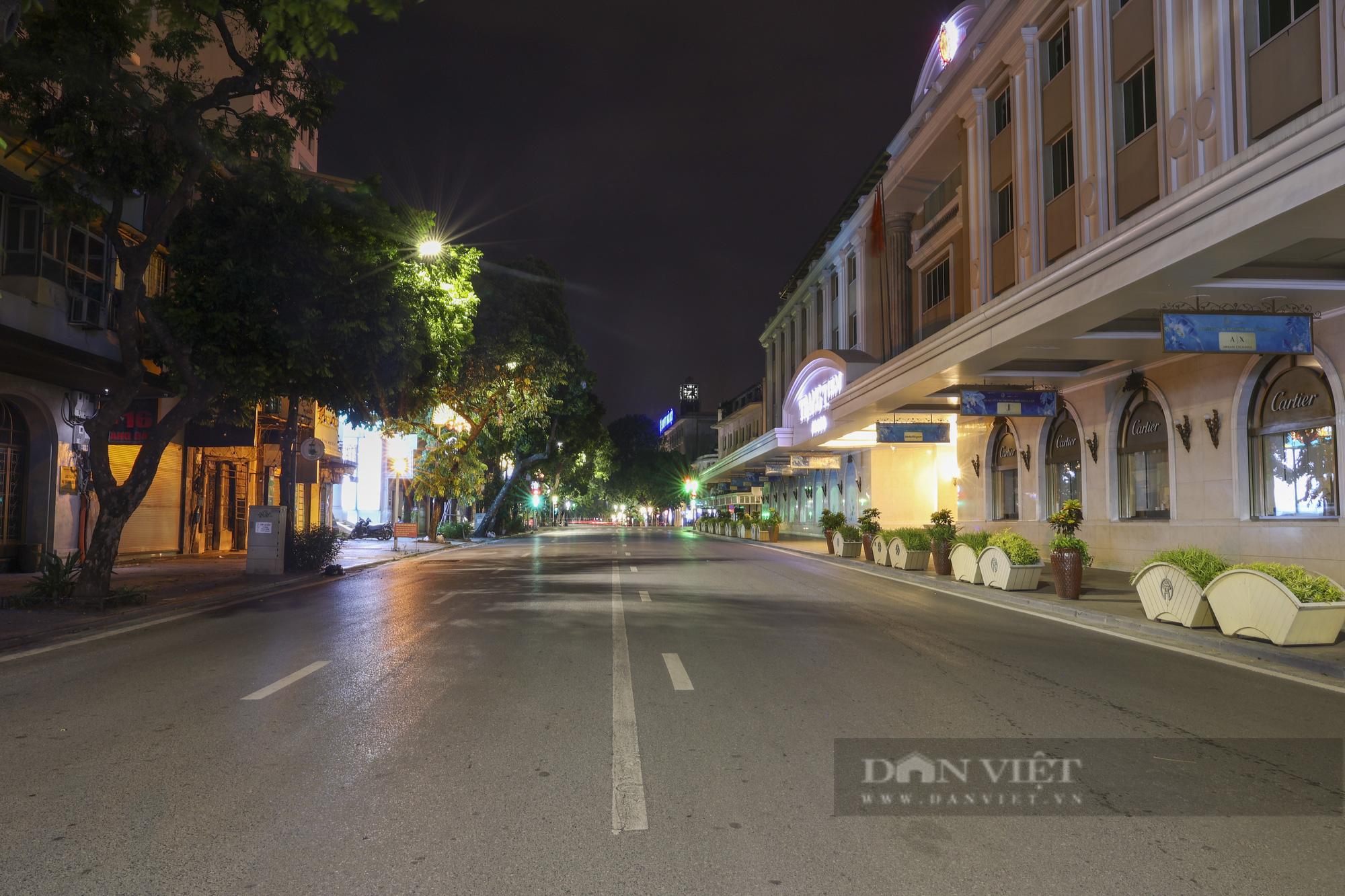 Giãn cách xã hội: Hà Nội vắng lặng, yên bình lúc về đêm - Ảnh 3.