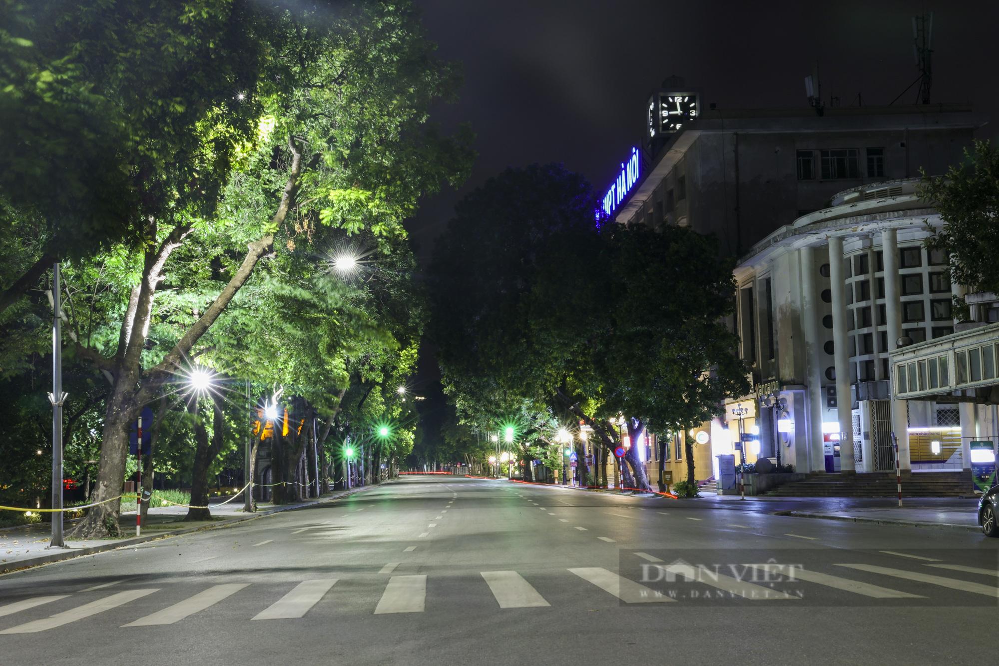 Giãn cách xã hội: Hà Nội vắng lặng, yên bình lúc về đêm - Ảnh 5.