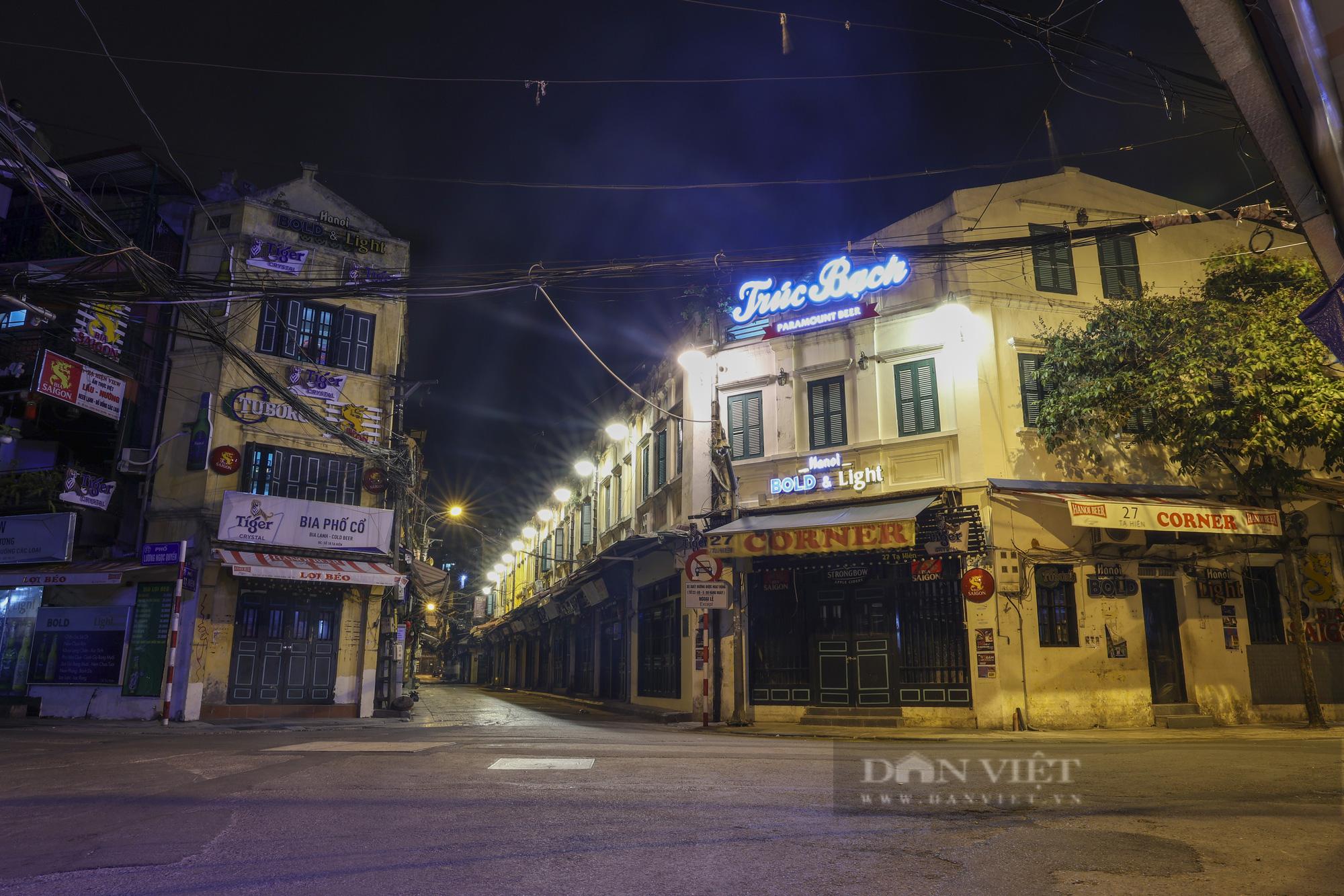 Giãn cách xã hội: Hà Nội vắng lặng, yên bình lúc về đêm - Ảnh 6.