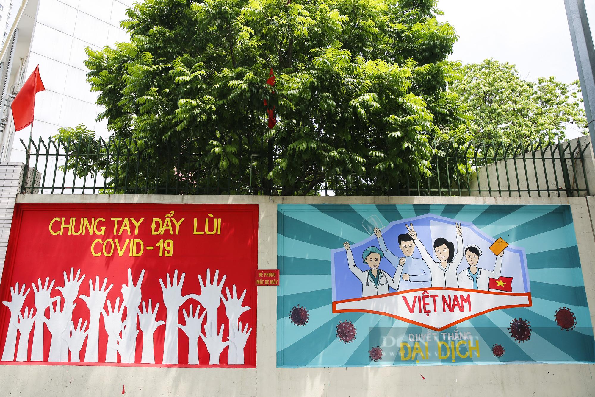 Đường phố Hà Nội xuất hiện những thông điệp tiếp thêm sức mạnh trong công tác phòng, chống Covid-19  - Ảnh 2.