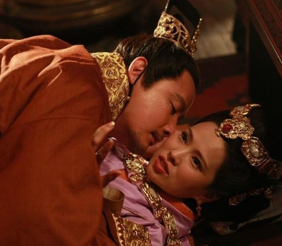 Hoàng hậu xinh đẹp tuyệt thế nhưng bất hạnh, bị em chồng cưỡng hiếp, con trai bị giết hại - Ảnh 2.