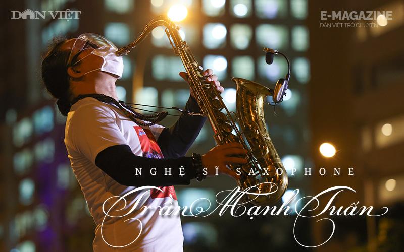 """Nghệ sĩ saxophone Trần Mạnh Tuấn: """"Diễn giữa không gian bệnh viện dã chiến là điều đặc biệt nhất trong đời"""""""