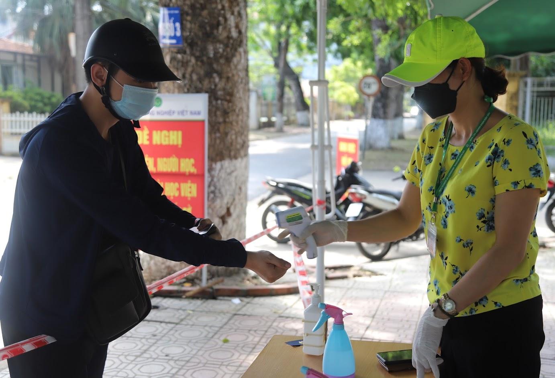 Học viện Nông nghiệp Việt Nam: Tạm dừng đến trường, không dừng việc học - Ảnh 2.