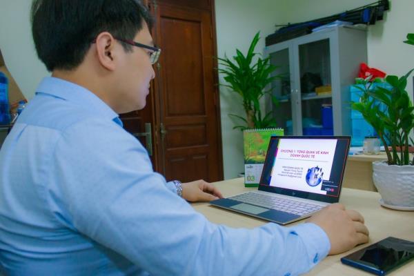 Học viện Nông nghiệp Việt Nam: Tạm dừng đến trường, không dừng việc học - Ảnh 1.