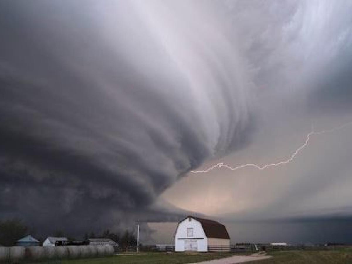 Mỹ chuẩn bị phải đối phó với một loạt những cơn bão nguy hiểm đến từ phía đông - Ảnh 1.