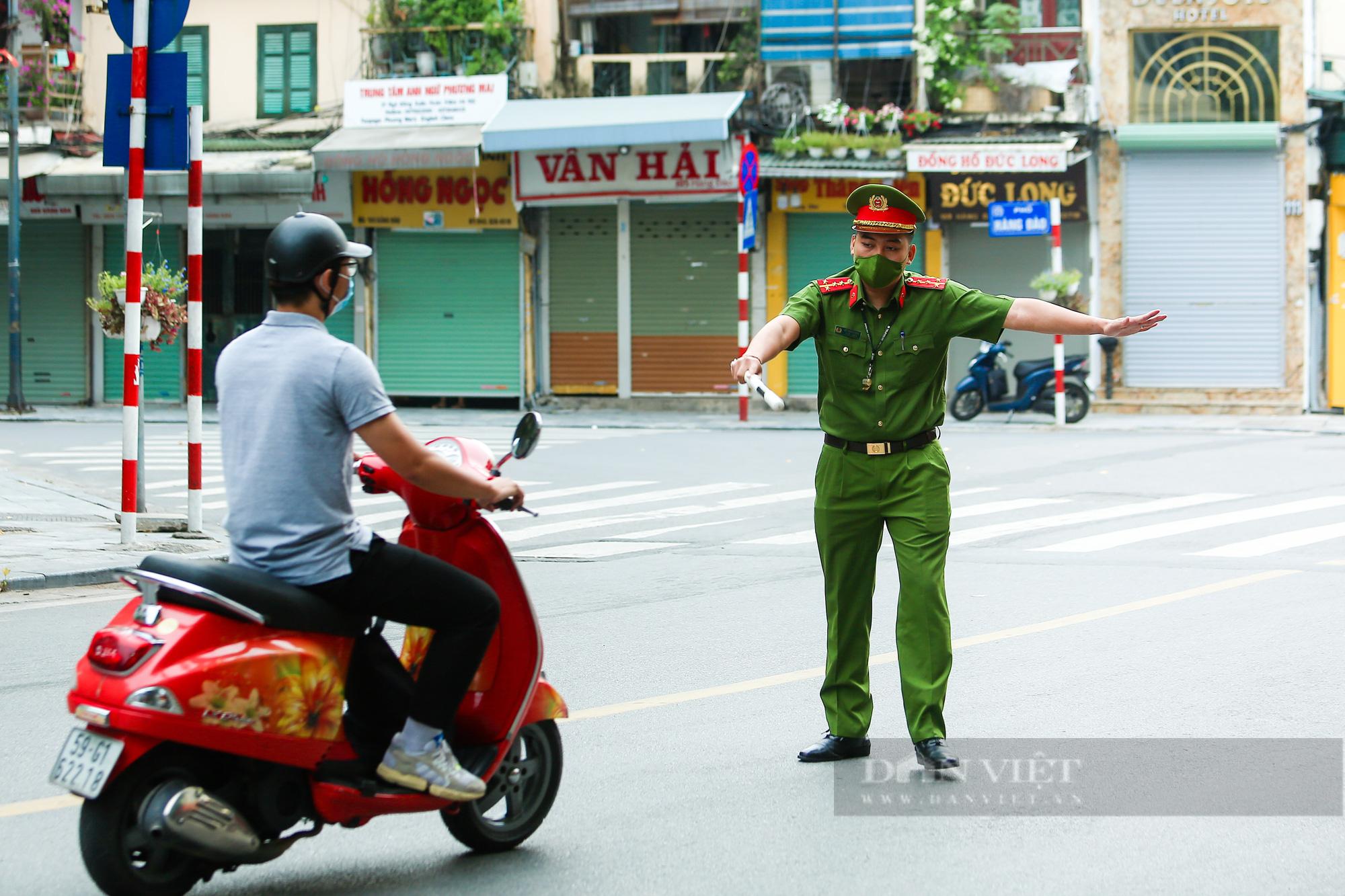 Hà Nội yêu cầu công chức, viên chức, người lao động chỉ đến công sở khi thực sự cần thiết - Ảnh 2.