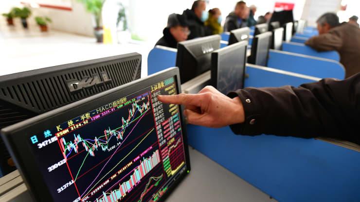 NĐT tổ chức đổ tiền bắt đáy trong đợt bán tháo ồ ạt vừa qua trên thị trường Trung Quốc - Ảnh 1.