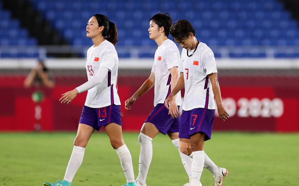 """Olympic Tokyo 2020: Trung Quốc thủng lưới 17 bàn, HLV bị """"bóc mẽ"""" - Ảnh 1."""