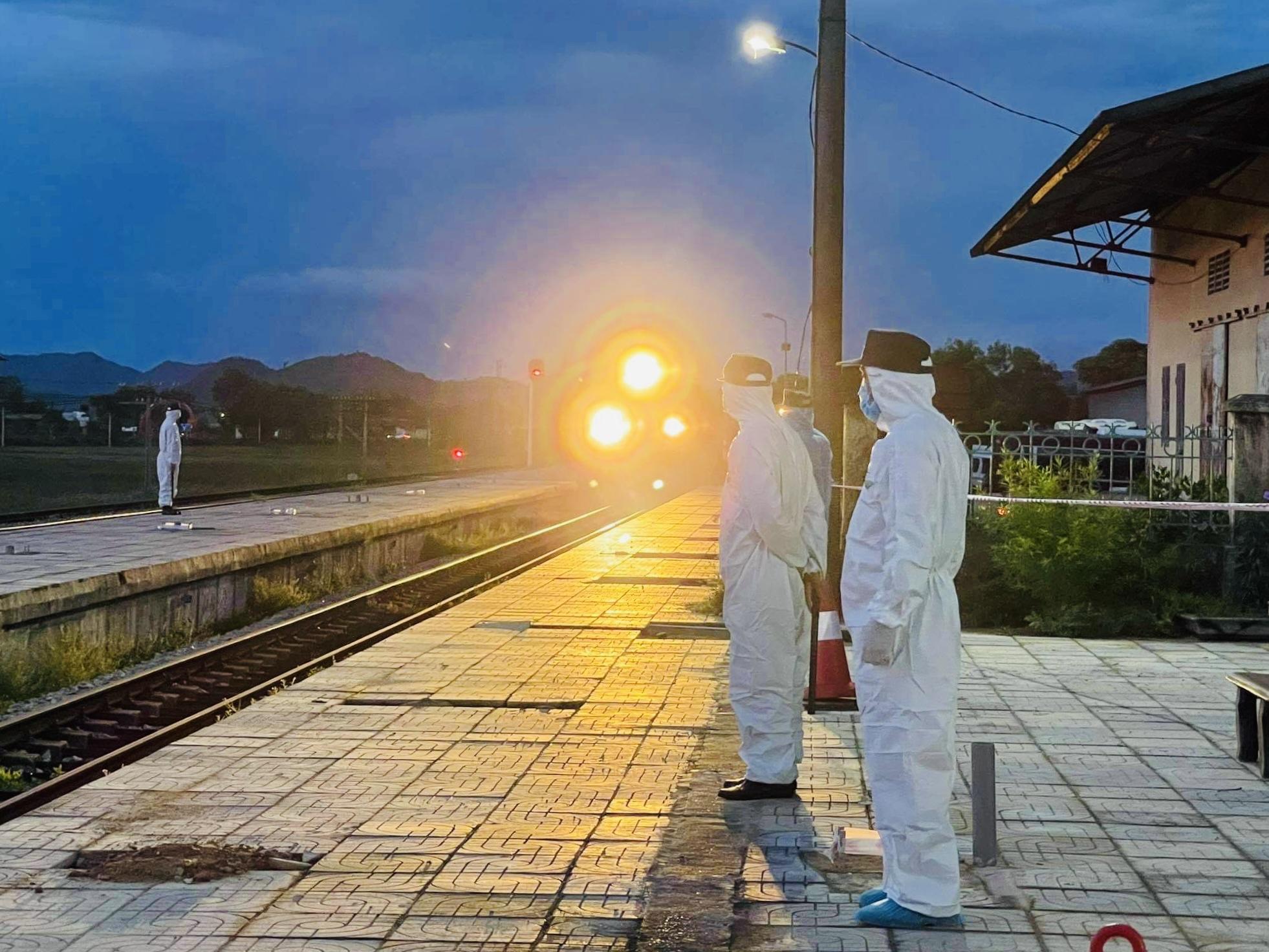Hà Tĩnh sẽ bố trí chuyến tàu thứ 2 đón công dân về quê - Ảnh 2.