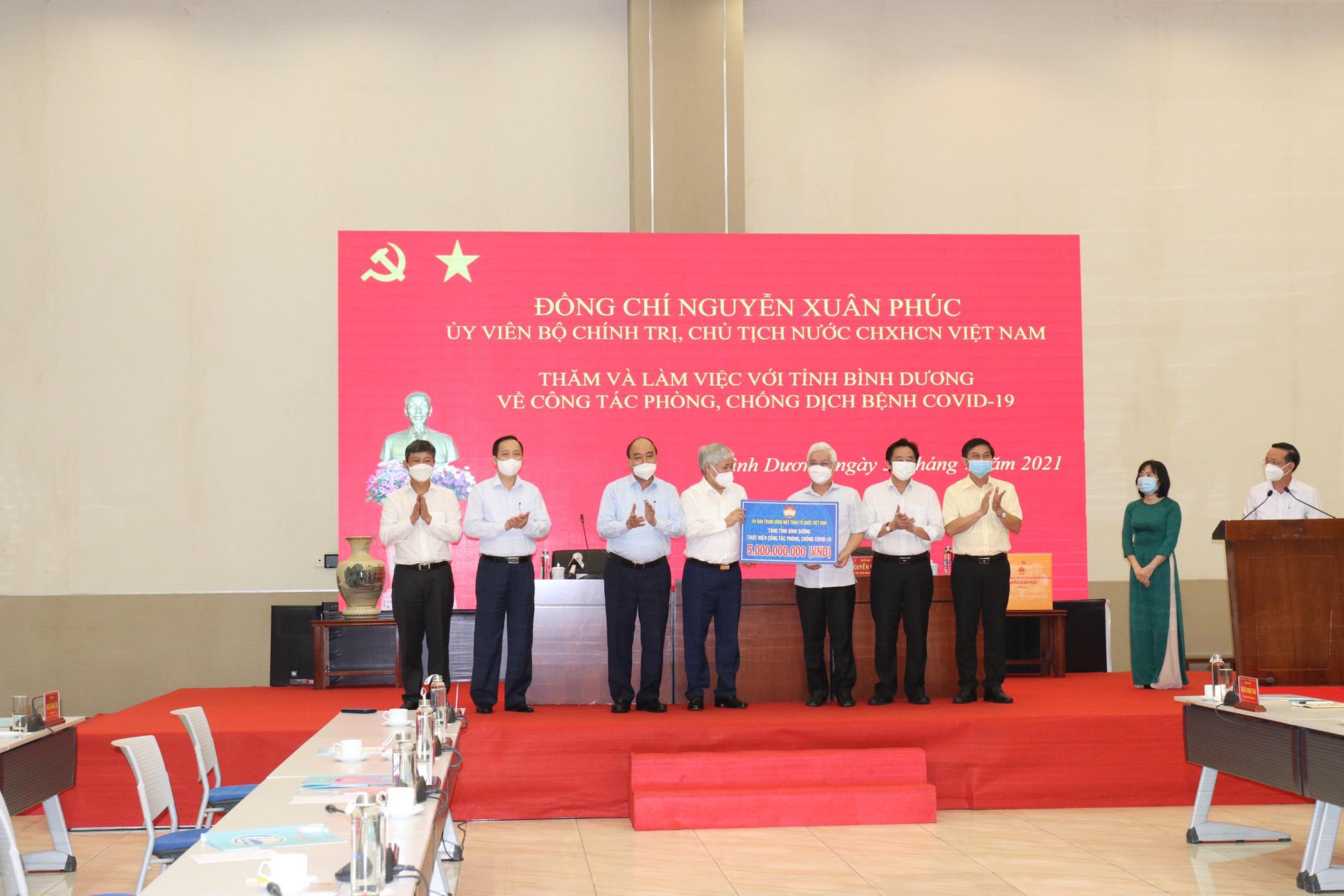 Chủ tịch nước Nguyễn Xuân Phúc: Bình Dương không được để người dân thiếu đói - Ảnh 3.