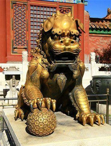 Vì sao đôi sư tử ở cung Càn Thanh trong Tử Cấm Thành lại... cụp tai? - Ảnh 2.