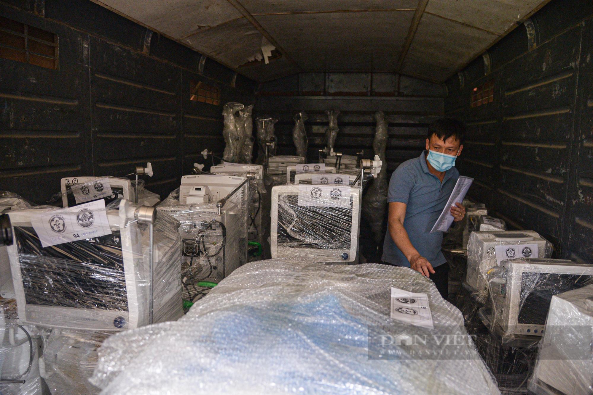 Cận cảnh chuyến tàu đặc biệt chở nhiều trang thiết bị y tế vào hỗ trợ Tp. Hồ Chí Minh  - Ảnh 2.