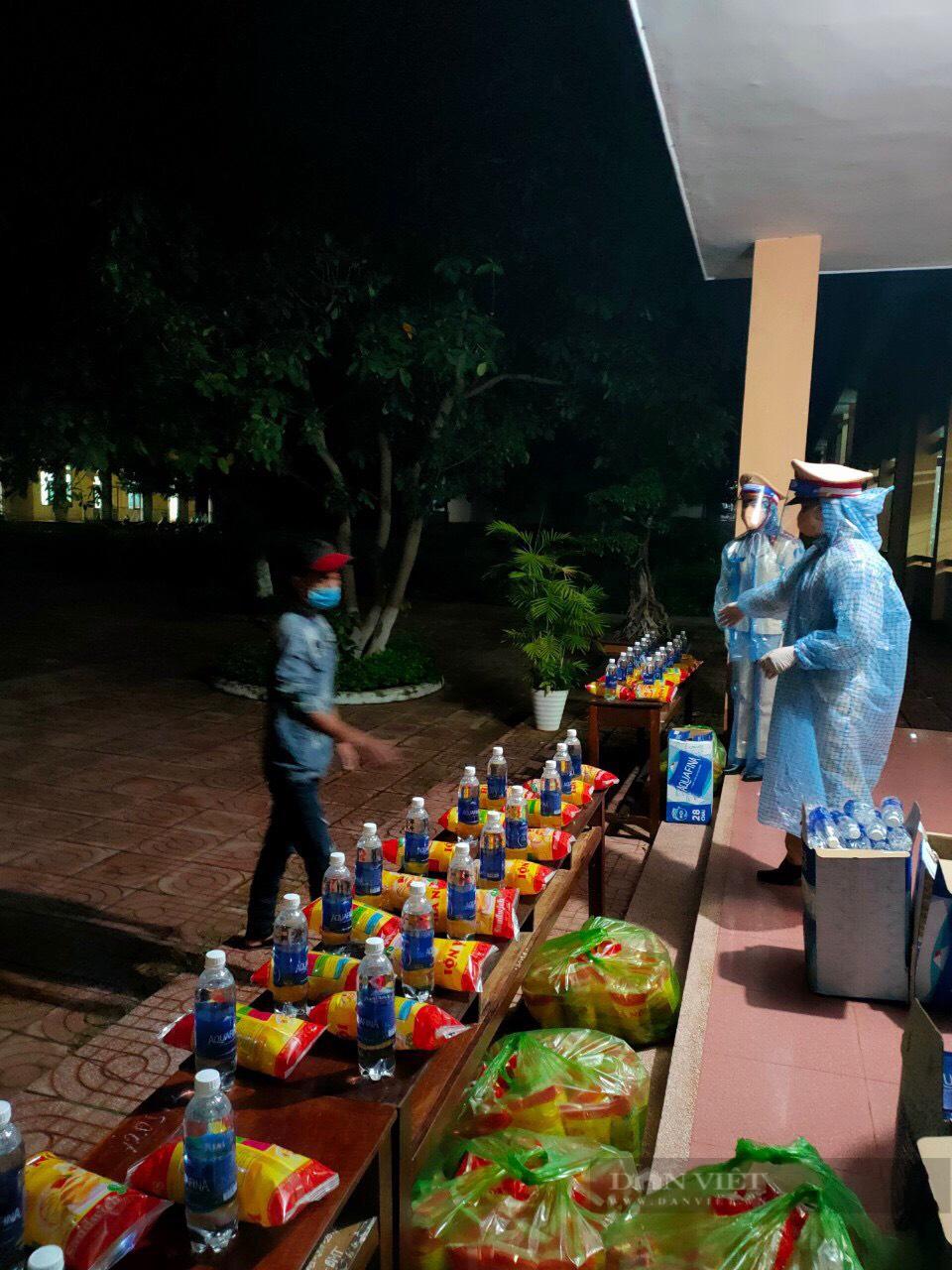 Đắk Lắk: Trắng đêm đón người dân ở vùng tâm dịch trở về - Ảnh 2.