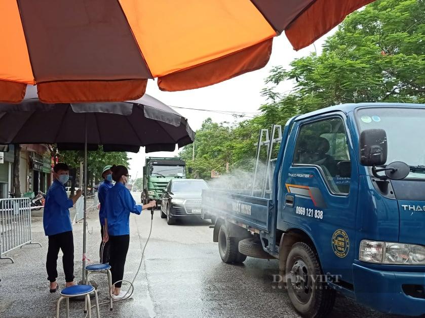 Hải Dương: Công ty Long Hải tiếp sức lực lượng chống dịch giữa ngày nắng nóng. - Ảnh 4.