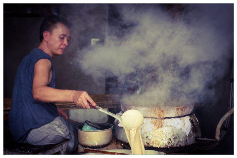 Bắc Giang: Ở ngôi làng làm ra thứ bánh đặc sản ăn giòn tan và thứ bánh để gói cái gì cũng được - Ảnh 4.