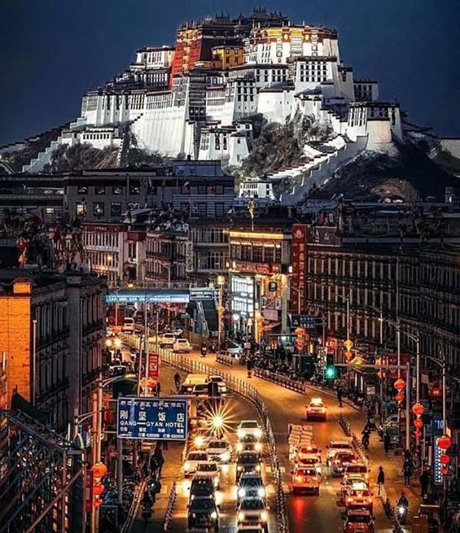 Du lịch tâm linh: Lhasa - Điểm đến ở độ cao 3.700m của hàng nghìn du khách - Ảnh 1.