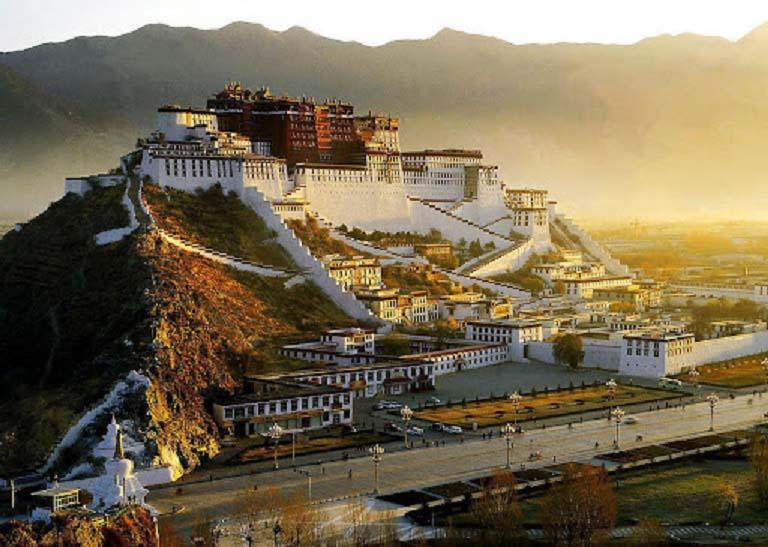 Du lịch tâm linh: Lhasa - Điểm đến ở độ cao 3.700m của hàng nghìn du khách - Ảnh 4.