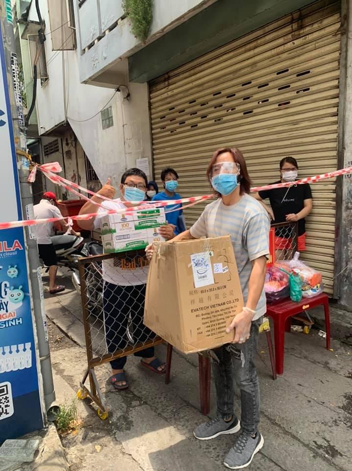 Việt Hương kể về những góc khuất khi làm từ thiện chống dịch Covid-19 tại TP Hồ Chí Minh - Ảnh 2.