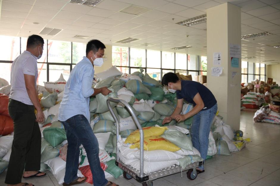 Ấm lòng mùa dịch: Gần 68 tấn nhu yếu phẩm từ Thanh Hoá gửi tặng Công an TP.HCM - Ảnh 3.