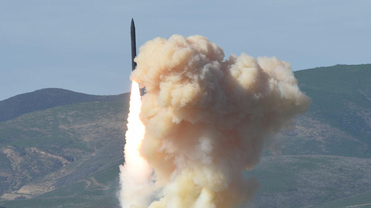 Mỹ bắt đầu phát triển tên lửa hành trình vũ trang hạt nhân mới - Ảnh 1.