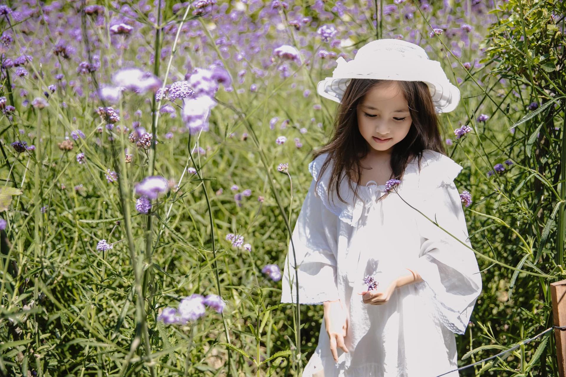 Những cô con gái sở hữu nhan sắc xinh đẹp, kiều diễm của các hoa hậu Việt - Ảnh 2.
